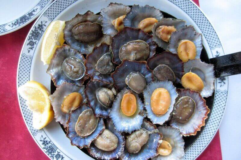 What to eat on the island of Madeira: grilled limpets