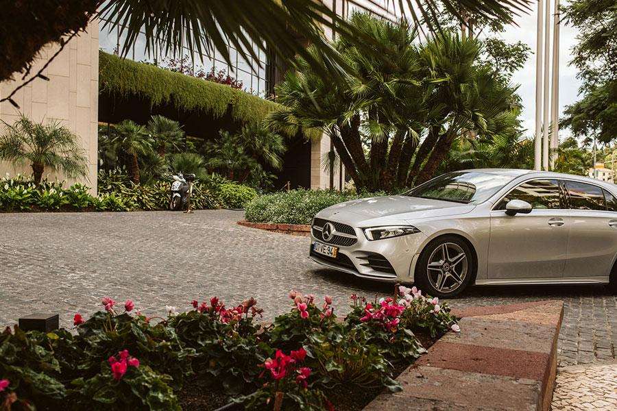 Mercedes a szállodában