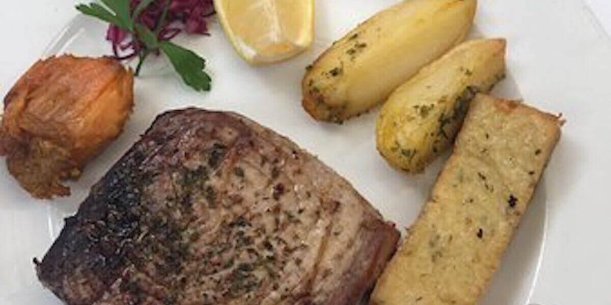 5. Bife de Atum com Milho Frito